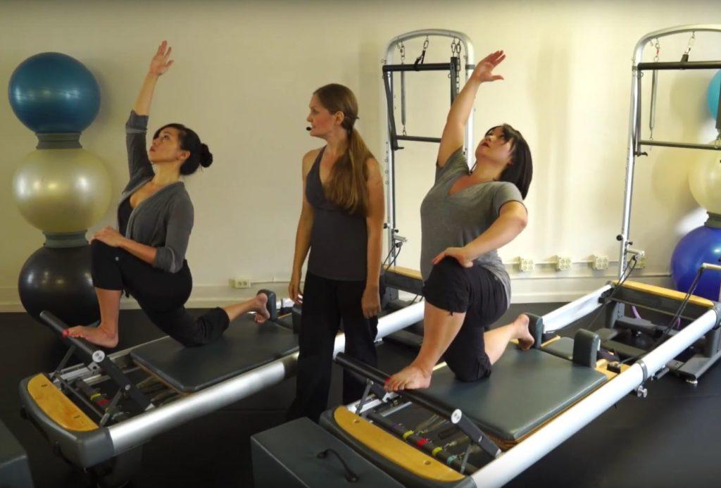 Single Thigh Stretch on Reformer_Upside-Down Pilates_Pilates Hawaii_Pilates Honolulu
